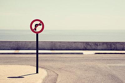 Rechts abbiegen verboten - p1162m963167 von Ralf Wilken