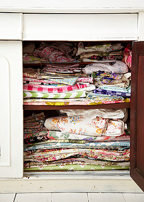 Colourful fabrics inside a cupboard in Selina Lake's studio office. - p349m2167869 by Sussie Bell