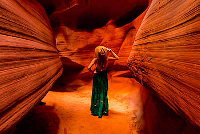 Antelope Canyon, Arizona, United States of America, North America - p871m2122957 by Laura Grier