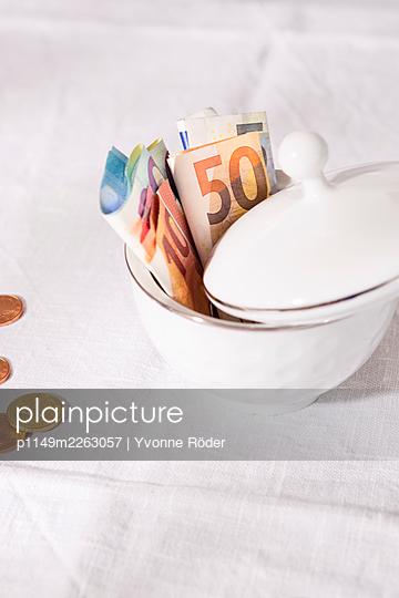 Saving money in a sugar bowl - p1149m2263057 by Yvonne Röder
