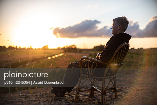 Sitting on a chair in nature - p310m2245354 by Astrid Doerenbruch