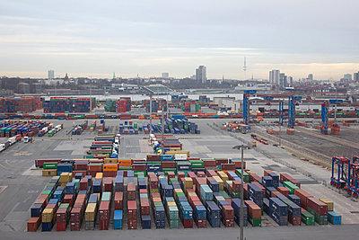 Cargo - p1061m855513 by Virginie Bled