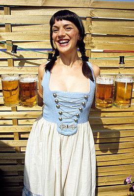Vier Maß Bier  - p0451405 von Jasmin Sander