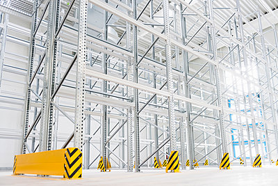 Empty high rack warehouse in a factory - p300m2197598 by Daniel Ingold