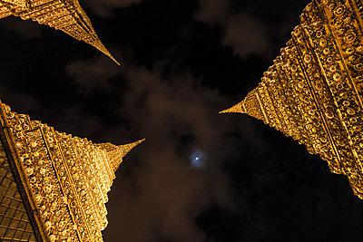 Nightly Temple - p588m777579 by Bjoern