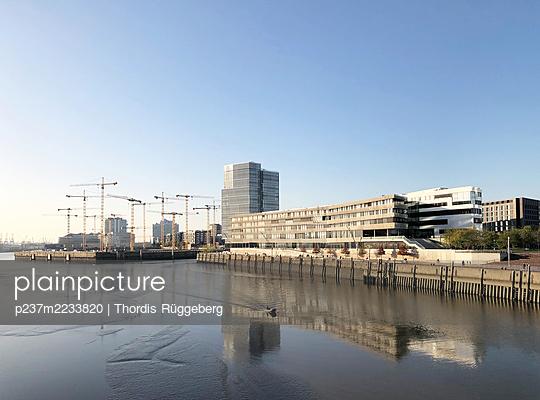 Germany, Hamburg, Hafencity and Hafencity College - p237m2233820 by Thordis Rüggeberg