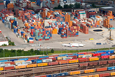 Containerterminal at the Hamburg Harbour - p1079m890673 by Ulrich Mertens