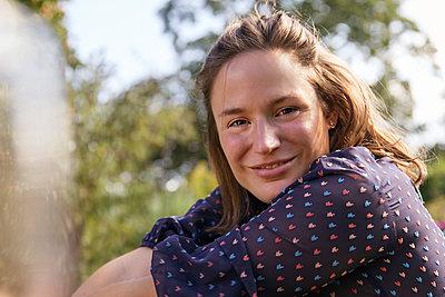 Junge Frau - p788m2037344 von Lisa Krechting