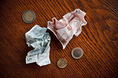 Geld auf dem Tisch - p2200837 von Kai Jabs