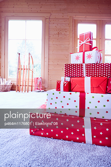 Weihnachtsgeschenke - p464m1176801 von Elektrons 08