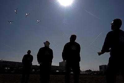 Kite festival, Berck sur Mer, France - p1028m2002134 von Jean Marmeisse