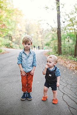 Großer Bruder, kleiner Bruder - p1361m1503754 von Suzanne Gipson