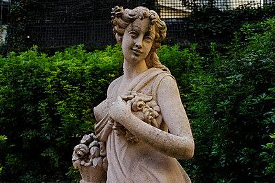 Romantische Skulptur - p567m1469217 von Ernesto Timor