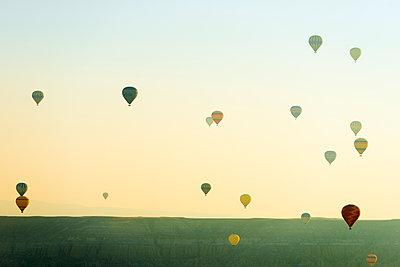 Balloon flight over Goreme, UNESCO World Heritage Site, Goreme, Cappadocia, Anatolia, Turkey, Asia Minor, Eurasia - p871m1107297 by Christian Kober