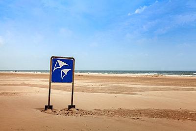 Kite surfing spot, North Sea - p1168m2026609 by Thomas Günther