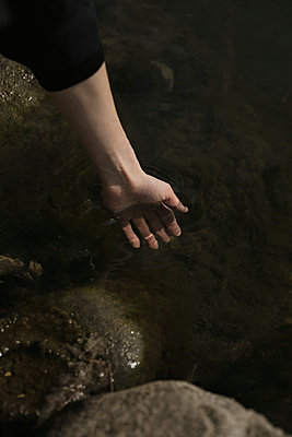 Hand in water - p600m2100060 by Laura Stevens