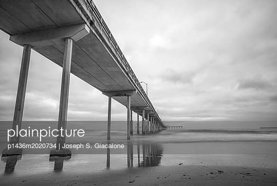 Ocean Beach Pier, California coast - p1436m2020734 von Joseph S. Giacalone