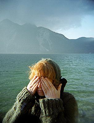 Die Augen zuhalten - p4470218 von Anja Lubitz