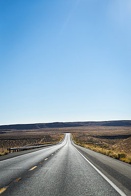 Road, Monument Valley - p756m2087316 by Bénédicte Lassalle