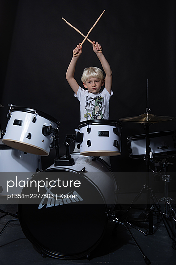 A boy playing drums - p1354m2277803 by Kaiser
