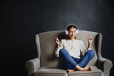 Frau auf einem Zweisitzer - p1577m2289502 von zhenikeyev