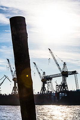 Werftkräne - p488m2028079 von Bias