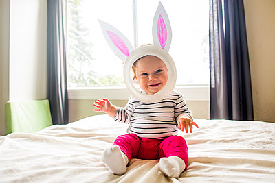 Caucasian baby girl wearing Easter Bunny costume - p555m1411638 by Adam Hester