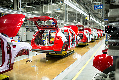 Modern automatized car production in a factory - p300m2144968 by Fotoagentur WESTEND61