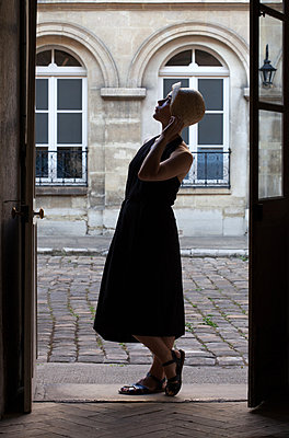 Woman wearing straw hat - p873m2015058 by Philip Provily