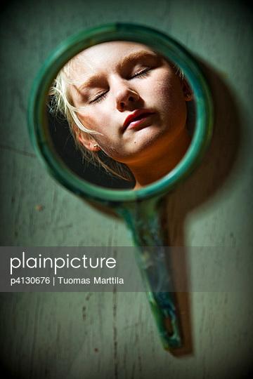Lookint in the mirror - p4130676 by Tuomas Marttila