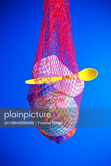 Globe in plastic waste - p1149m2092432 by Yvonne Röder