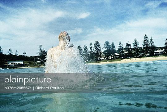 splash - p378m2085671 by Richard Poulton