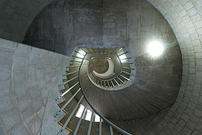 Winding staircase - p427m1132686 by Ralf Mohr