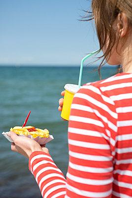 Beach appetite - p454m1056082 by Lubitz + Dorner