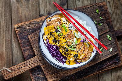Katsu Curry with chicken escalope - p300m1537483 by Susan Brooks-Dammann