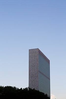 United Nations headquarters - p1057m1466866 by Stephen Shepherd