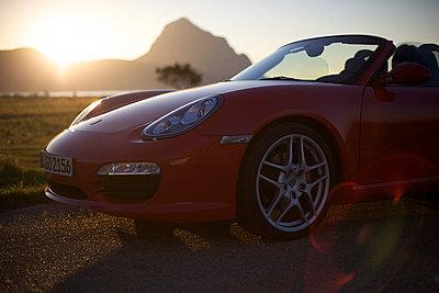 Porsche in the evening sun - p1980237 by David Breun