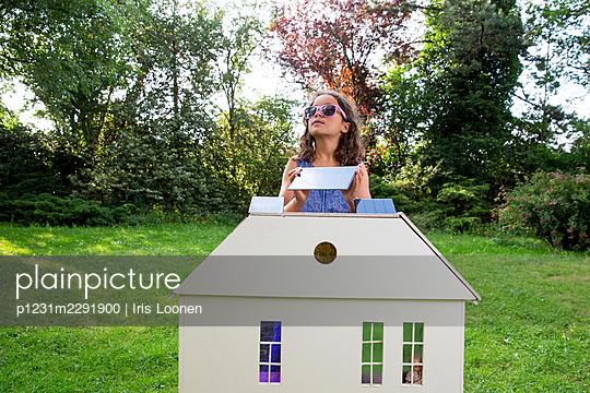 Spielhaus im Garten - p1231m2291900 von Iris Loonen