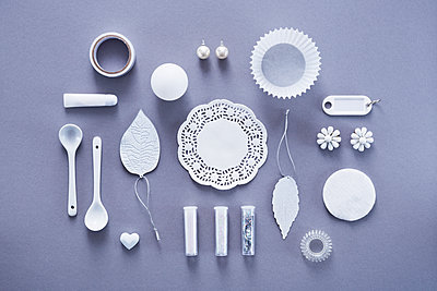 Collection of white objects - p1149m1590491 by Yvonne Röder