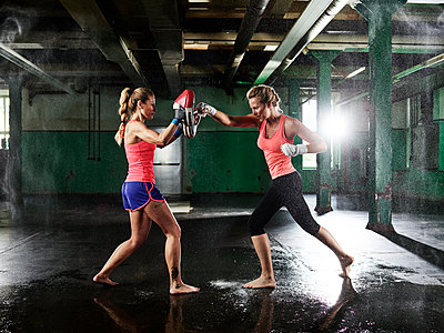 Two women having martial arts training - p300m1549730 by Christian Vorhofer
