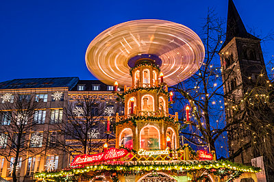 Christmas market in Bonn - p401m2044405 by Frank Baquet