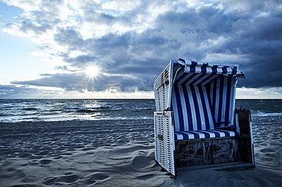 Strandkorb - p706m1169923 von Markus Tollhopf