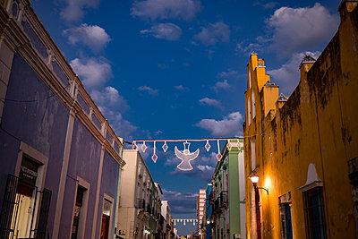 Mexiko, Yucatan, Campeche, Weihnachtsdekoration - p741m2172176 von Christof Mattes
