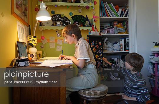 Homeschooling - p1610m2260896 von myriam tirler