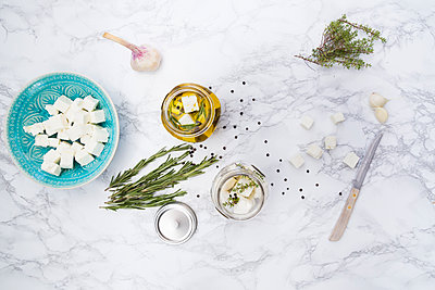 Glass of diced sheep cheese pickled in olive oil, thyme, garlic, pepper and rosmary - p300m1166388 by Larissa Veronesi