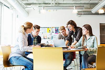 Professor training students in university classroom - p426m1085287f by Kentaroo Tryman