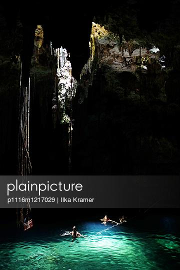 Baden in der Grotte - p1116m1217029 von Ilka Kramer
