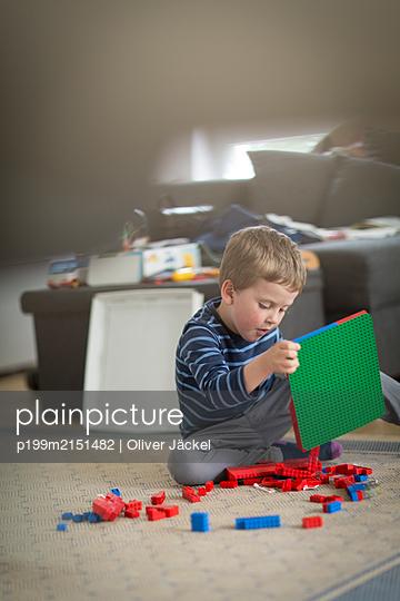 Lego spielen - p199m2151482 von Oliver Jäckel