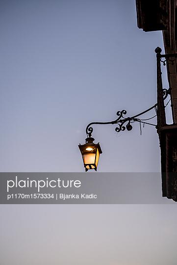 Straßenlaterne - p1170m1573334 von Bjanka Kadic