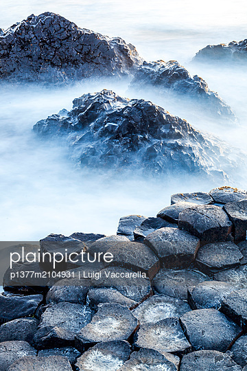 United Kingdom, Northern Ireland, Antrim, Great Britain, Giant's Causeway, Coastal landscape with the famous basaltic rock formations along the Causeway Coastal Route - p1377m2104931 by Luigi Vaccarella